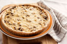 Recipe for chicken and mushroom pie with Thermomix Thermomix or Thermomix Make this main dish in step by step mode as on your robot! Chicken And Mushroom Pie, Main Dishes, Chicken Recipes, Stuffed Mushrooms, Robot, Desserts, Comme, Quiches, Apple Pies