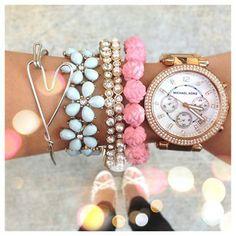 Love all the jewelry! #beautifulbracelets