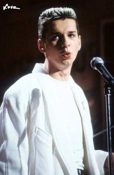 Dave Gahan of Depeche Mode    sweeeeeeet
