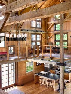 casa de madeira, combinação de ambientes, teto alto.
