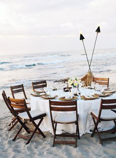 For a seaside supper reception at @Mandy Dewey Seasons Resort Hualalai at Historic Ka'upulehu, the view takes centre stage.