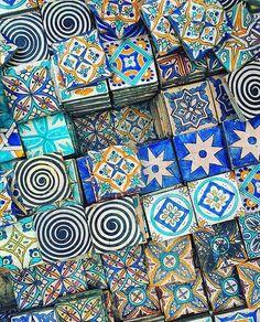 Saturdaze are for gazing at gorgeous tile piles! 👀 💙🔅 Tiles: Photo: via Moroccan Home Decor, Moroccan Interiors, Moroccan Design, Moroccan Tiles, Moroccan Bathroom, Moroccan Lanterns, Turkish Tiles, Bohemian House, Bohemian Decor