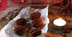Máte chuť připravit si další zdravé cukroví, kterým ušetříte nejen kilíčka z Vánoc, ale i spoustu času? Dneska pro vás mám recept na nepečená kávová zrna, v nichž není žádný přidaný cukr. Co naopak v cukroví najdete, je spousta vlákniny a skvělá kávová a kakaová chuť. Tea Lights, Projects To Try, Food And Drink, Delicate, Candles, Baking, Ethnic Recipes, Sweet, Christmas
