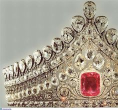 THE ROMANOVS WEDDING JEWELRY ~ Diadem of Elizabeth, wife to Alexander I. It was worn by all Russian Empresses and Grand Princesses in the day of their wedding. The pink diamond is of 13 karats, ca 1810. The only diadem of the 19th century that is in Russia. (=) More