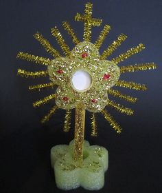 Make a Monstrance! Perfect for those preparing for First Eucharist!