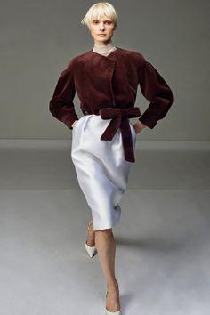 Mendel Pre-Fall 2020 Fashion Show - - J. Mendel Pre-Fall 2020 Collection – Vogue Source by maraglais Fashion Moda, Vogue Fashion, Fashion 2020, Look Fashion, Runway Fashion, Fashion Art, Autumn Fashion, Feminine Fashion, Fashion Brand