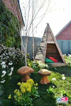 Wooden children's teepee with cut out stars, made from recycled pallets Garden ideas Love Your Garden: The first finished garden makeover photos Recycled Garden, Recycled Pallets, 1001 Pallets, Wooden Pallets, Outdoor Projects, Outdoor Decor, Outdoor Pallet, Diy Pallet, Pallet Ideas