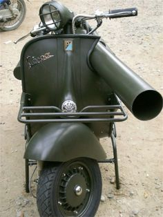 Wild… The enormous gun, a US-made M20 recoilless rifle, was fitted to around 800 Vespas in the 1950s for the French airborne forces.