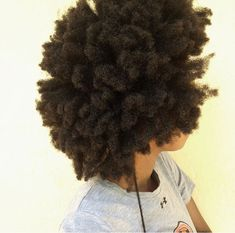Strength and flexibility for frizzy hair - care - # frizzy . Strength and flexibility for frizzy hair – care – # frizzy … Natural Hair Types, Natural Hair Journey, Natural Styles, Natural Beauty, Pelo 4c, Cabelo Natural 4c, Queen Hair, Natural Hair Inspiration, Afro Hairstyles