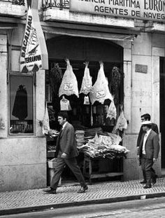 Loja bacalhau (1966). aa Armando Serodio Arquivo Municipal.