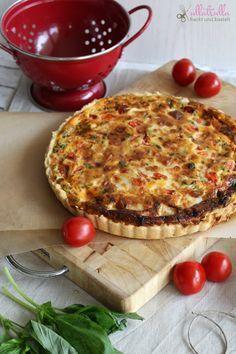 ullatrulla backt und bastelt: Quiche mit Schafskäse und Tomaten und dreierlei Blätterteigstangen