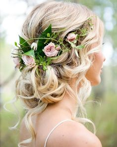 What a beautiful #hairstyle for an outdoor #Wedding!