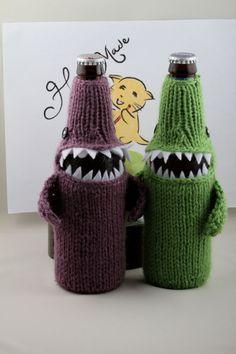 Beer Bottlenose Shark Cozy by HandaMade on Etsy Hand Knitting, Knitting Patterns, Crochet Patterns, Knitting Projects, Crochet Projects, Beer Crafts, Shark Hat, Rainbow Loom, Student Gifts