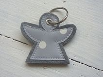 Cute keychain made of gray felt with appliqué made of oilcloth. On W … - Pillow Shop Small Pillow Covers, Small Pillows, Decorative Pillow Covers, Valentine Day Gifts, Valentines, Felt Crafts Diy, Diy Mode, Cute Keychain, Small Sewing Projects