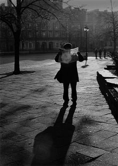 Donata Wenders, News in Warsaw, Poland, 2006- I love these black and white photos of readers!