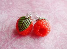 Raspberry Earrings,Miniature Food Jewelry,Fruit Earrings,Polymer Clay Jewelry ~A pair of raspberry earrings hand sculpted using polymer clay. Weird Jewelry, Cute Jewelry, Jewelry Accessories, Candy Jewelry, Funky Earrings, Diy Earrings, Polymer Clay Jewelry, Crystal Jewelry, Jewelery
