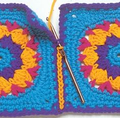 Transcendent Crochet a Solid Granny Square Ideas. Inconceivable Crochet a Solid Granny Square Ideas. Crochet Motifs, Crochet Blocks, Crochet Squares, Knit Or Crochet, Crochet Crafts, Crochet Projects, Crochet Granny, Diy Crafts, Joining Granny Squares