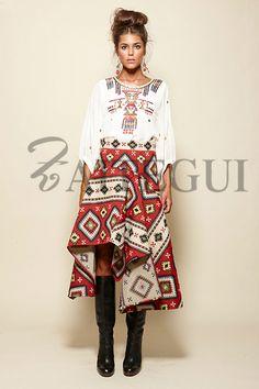 Falda asimétrica con estampado étnico