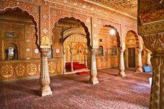 palais inde: Salle de Maharajah dans un palais ancien, Inde