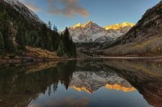 we were late for fall but got perfect still water at Maroon Bells [7358 x 4910][OC] #reddit