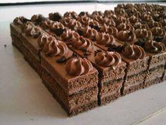 Jednoduché čokoládové rezy. Czech Desserts, Cookie Desserts, Just Desserts, Slovak Recipes, Czech Recipes, Baking Recipes, Cake Recipes, Dessert Recipes, Nutella