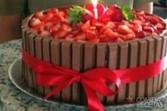 Receita de Bolo kitkat com morangos em receitas de bolos, veja essa e outras receitas aqui!