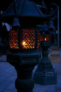 Lanterns, temple detail, Japan - photo by Alnjpn