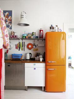 Cocina FAKTUM con puertas y cajones ABSTRAKT Blanco alto brillo GRUNDTAL estante de pared