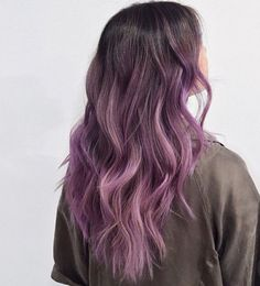 30 Brand New Ultra Trendy Purple Balayage Hair Color Ideas Source by Purple Balayage, Ombre Blond, Balayage Ombré, Brown Ombre Hair, Hair Color Balayage, Lavender Hair Colors, Lilac Hair, Hair Dye Colors, Ombre Hair Color