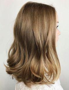 Bronde Hair Inspiration – T-Shirts & Sweaters Bronde Hair, Balayage Hair, Honey Balayage, Brown Blonde Hair, Dark Blonde, Brunette Hair, Brown Lob, Long Brunette, Medium Blonde