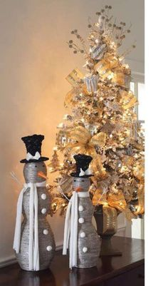 i think i'm definately gunna go with a gold and silver decorations on a white Christmas tree. I can't get enough!