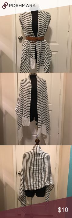 Forever 21 Blanket Scarf Forever 21 Blanket Scarf. Excellent condition. Worn a couple time. Color: Black/white Forever 21 Accessories Scarves & Wraps