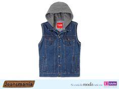 Logra un look original con un chaleco de mezclilla #NonStop con hoodie para los días lluviosos. #Jeansmanía