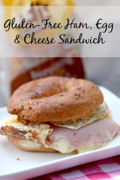 Eating gluten free and miss breakfast sandwiches? Fret no more! This bagel sandwich is the BOMB!
