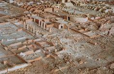 """Anne et Patrick Poirier : """"Ostia Antica"""" (détail). Terre cuite (des millions de briques, des centaines de colonnes);  12 x 6 mètres. Collection Ludwig Vienn. Photo: saisie d'écran site des artistes."""