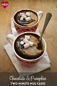 Ready in two minutes, chocolate pumpkin mug cakes recipe ideal for fall, autumn or Bonfire night. Easy to make in the microwave, super quick dessert recipe. Easy Pudding Recipes, Mug Recipes, Sweet Recipes, Cake Recipes, Dessert Recipes, Pumpkin Mug Cake Recipe, Pumpkin Puree, Delicious Desserts, Yummy Food