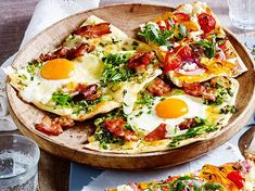 Spiegeleier-Flammkuchen mit Bacon Our popular recipe for Fried Eggs Tarte with Bacon and more than more free recipes on LECKER. Egg Recipes For Kids, Lunch Recipes, Summer Recipes, Vegetarian Recipes, Dinner Recipes, Healthy Recipes, Free Recipes, Pizza Recipes, Fried Egg Recipes
