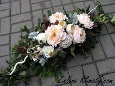 Christmas Flower Arrangements, Funeral Flower Arrangements, Modern Flower Arrangements, Christmas Flowers, Funeral Flowers, Altar Flowers, Diy Flowers, Flower Decorations, Wedding Flowers