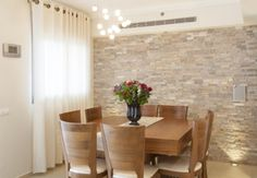 Ideas Brick Wall Decor – For all you people out there who are lucky enough to have exposed brick walls in your residence, we are no investigate jealous. A brick wall adds vibes and warmth to any room. Decor, Room Wall Painting, Classic Dining Room, Room, Dining Room Table, Brick Wall Decor, Kitchen Backsplash Inspiration, Dining Room Walls, Wood Dining Room Table