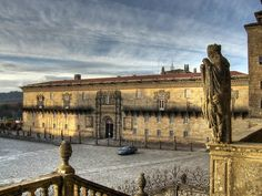 Hostal dos Reis Católicos in Santiago de Compostela, or Parador de Santiago, is a hotel with 5 centuries of history. The Parador enjoys a privileged l. Hotels San Francisco, Hotels And Resorts, Best Hotels, Amazing Hotels, Luxury Hotels, Great Places, Places To See, Camper, Hotel Website