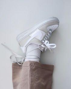 La Air Force 1 Low '07 Light Bone est disponible sur wethenew.com ➖ 📸 @kympham_ Air Force 1, Nike Air Force, Nike Af1, Silhouette, Street Wear, Fur, Sneakers, Shopping, New Life