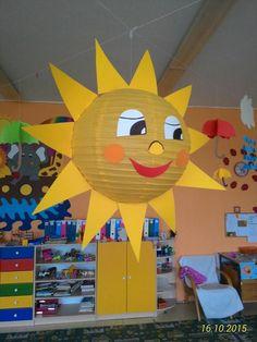 sluníčko ( stropní svítidlo z IKEA nebo JYSK, dolepit detaily) Spring Crafts For Kids, Summer Crafts, Diy For Kids, Diy And Crafts, Arts And Crafts, Class Decoration, School Decorations, Art N Craft, Craft Work