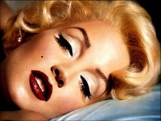 1950s make up makeup-inspiration. Such a classic look, she looks just like miss monroe in this picture ^.^