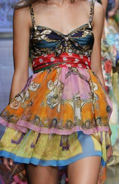 living-perfection: D&G Catwalk! Gorgeous! Click here for more patterns and prints!