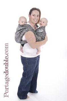 Portage de jumeaux - Avec une écharpe de taille 4 ou plus, il est possible cb0c9244a6e