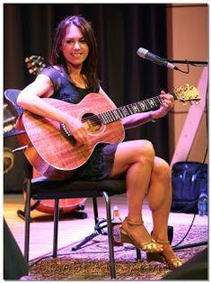 Female Guitarist, Female Singers, Susanna Hoffs, Bass, Muscular Legs, Calf Leg, Women Of Rock, Guitar Girl, Women In Music