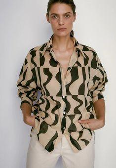 Czarne, brązowe, beżowe Buty damskie & Odzież damska w ZALANDO - dostawa gratis Beige, Latest Fashion For Women, Timeless Fashion, Printed Shirts, Men Casual, Clothes For Women, Mens Tops, Prints, T Shirt