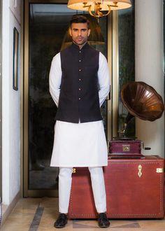 Awesome Pakistani Sherwani Ideas 2020 | Daily InfoTainment Sherwani Groom, Wedding Sherwani, Ahsan Khan, Kinza Hashmi, Mehndi Style, White Kurta, Maya Ali, Trending Videos, Pakistani Dresses
