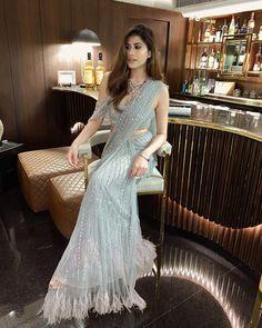 Saree Designs Party Wear, New Saree Designs, Saree Blouse Designs, Saree Gown, Bridal Lehenga Choli, Trendy Sarees, Stylish Sarees, Indian Designer Outfits, Designer Dresses