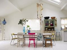I want a dining table like that; totally mismatched chairs that blend together so cohesively.